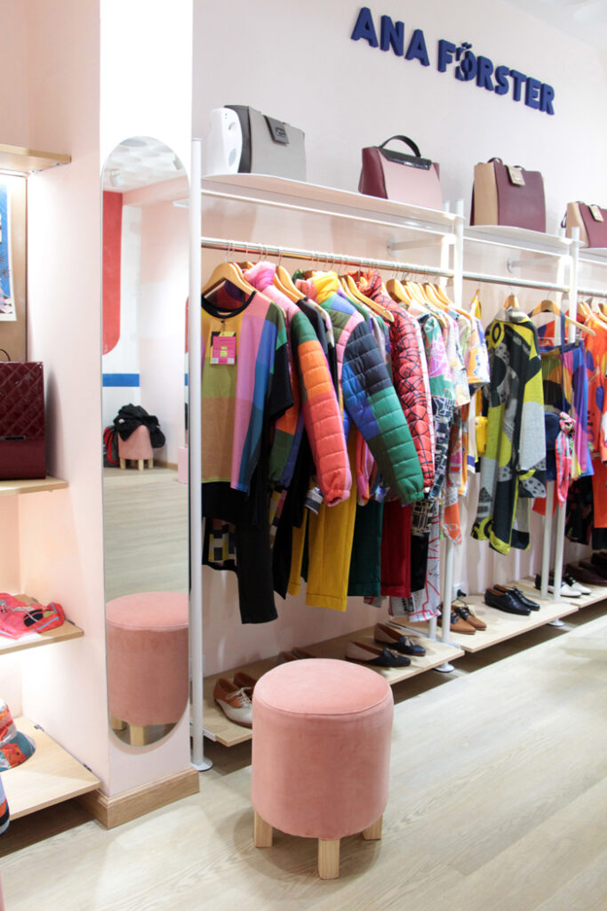 Ana Forster  Store