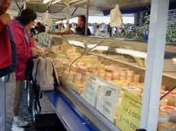 du fromage - some cheese in French