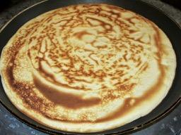 We eat pancakes in French - on mange des crêpes