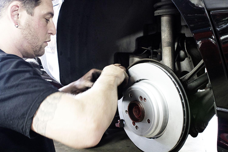 Autobahn owner Zach install brake calipers