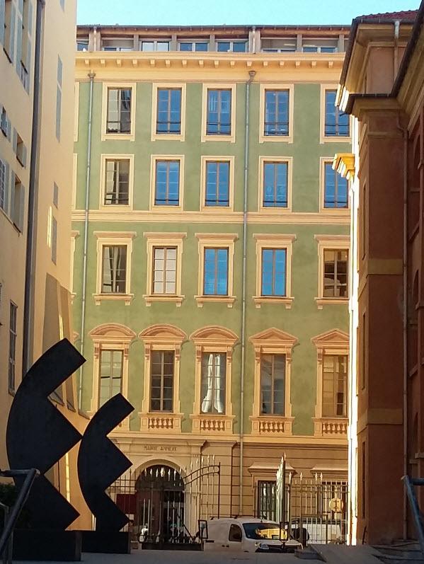 trompe-l'oeil Mairie Annexe (City Hall Annex)
