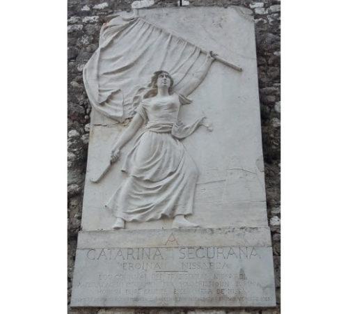 Bas-relief monument honoring 16th century French resistance heroine Catarina Segurana.