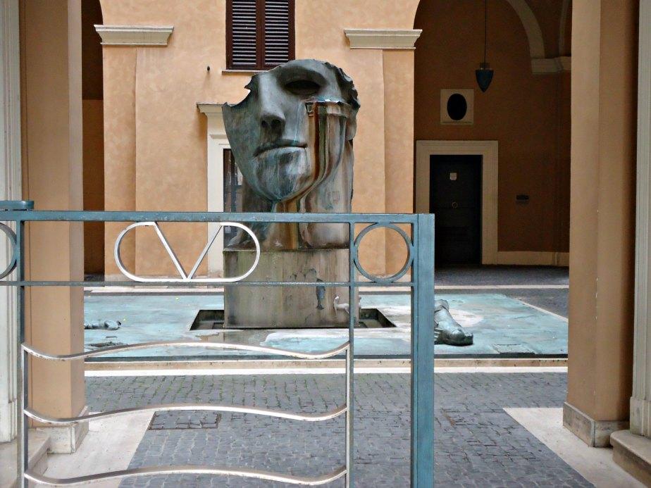 Valentino's Courtyard in Piazza Magnanelli