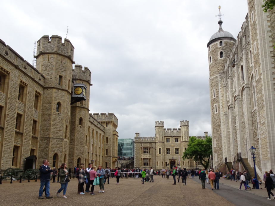 Queue to see the Crown Jewels