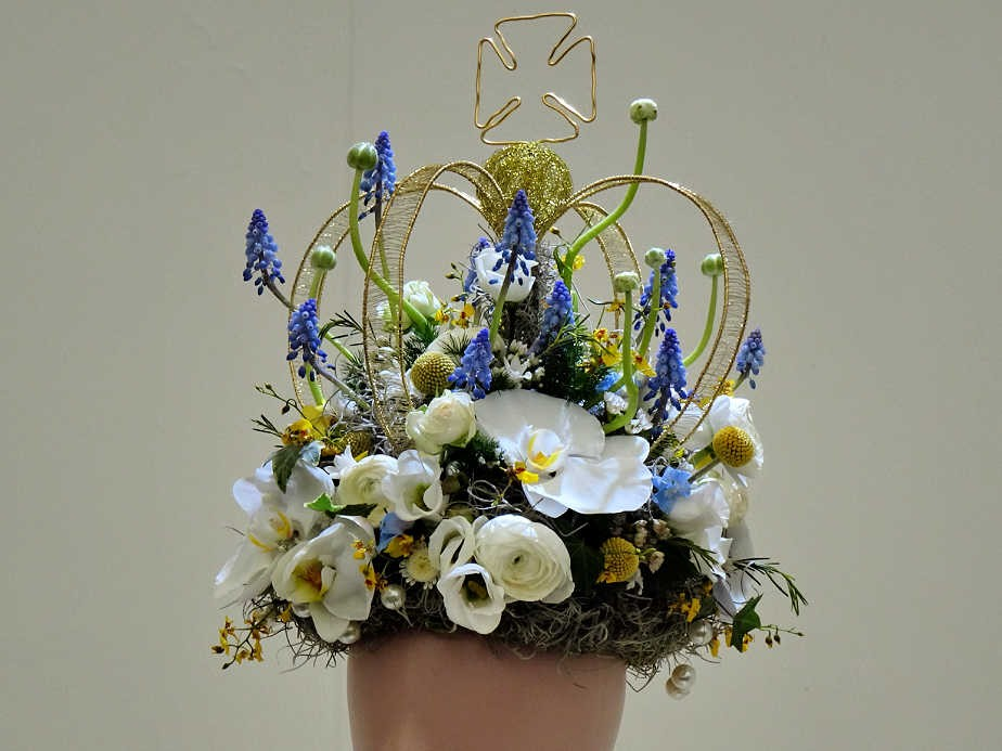 Magnificent Floral Crown at the Chelsea Flower Show