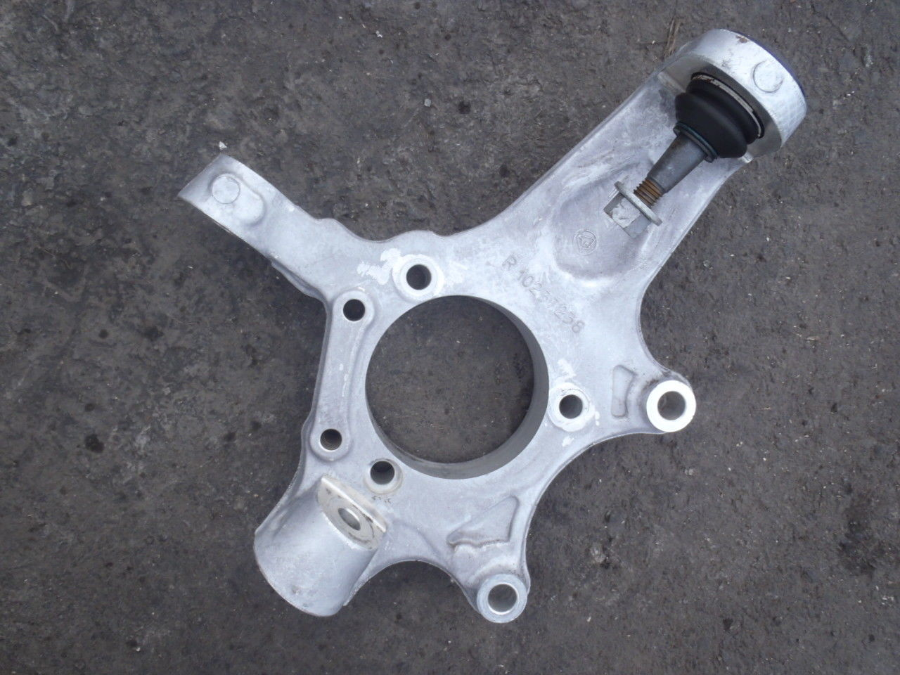 Corvette 1988-1996 Steering Knuckle (1)