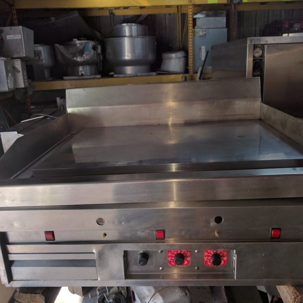 front view Used MagiKitchn MKGC-36 Griddle