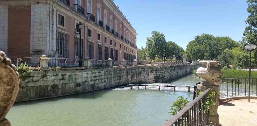 Royal Palae Of Aranjuez Fountain -one day in madrid