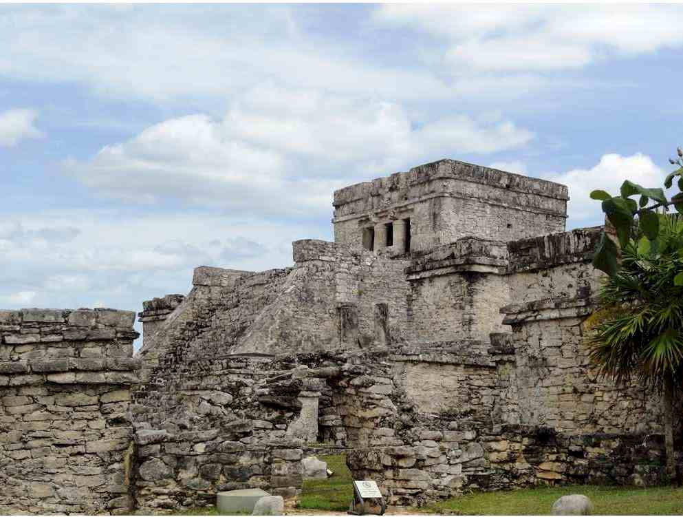 Where is Tulum Beach, Mexico? :1282 miles from the city of Florida (USA). One and a half hour flight to Cancun airport and two hours more by car This is in the yucatan peninsula, on the Caribbean Sea