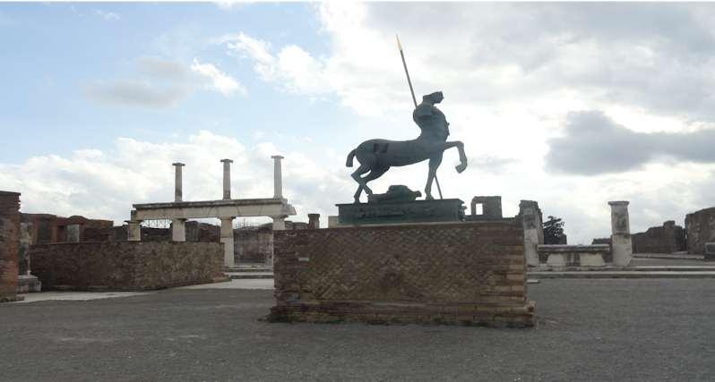 Walking Pompeii -the Vettii House: Pompeii - Italy