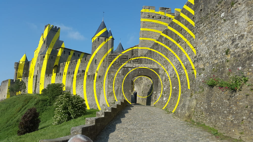 """The Swiss artist Ticino Felice Varin ; """"eccentric concentric circles"""" Artistic Walls of Carcassonne"""