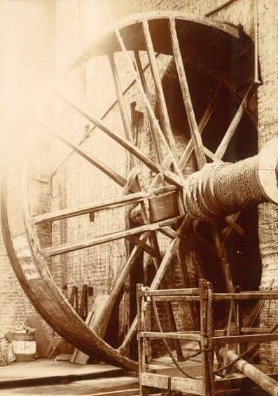 Beverley-Minster Medieval Treadwheel Crane