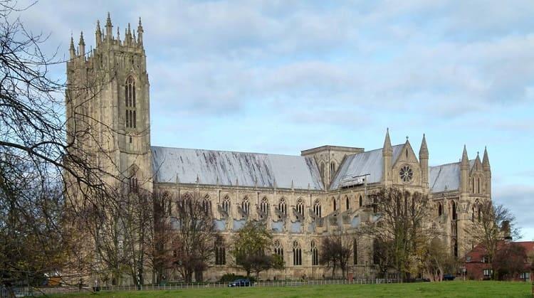 Beverley-Minster Medieval TreadWheel Crane - traveling-cooking