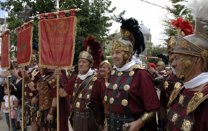 Ancient Rome Festival in Spain: Arde Lucus 2020: On June 25 to June 28, 2020 Arde Lucus is a festival celebrated in Lugo – Spain. That is celebrated between the end of May and the month of June. Relive the life of the Roman Empire in the old Spanish city of Lugo. This service started in 2001 and fu to commemorate the founding of the city.