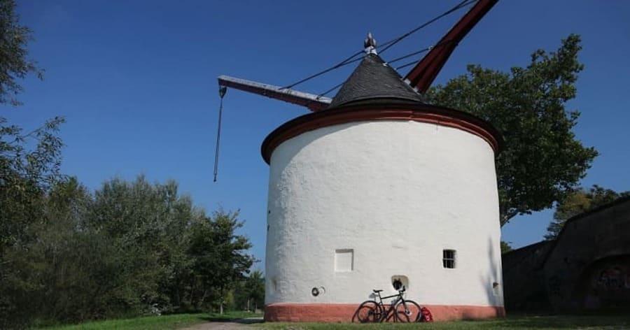 History of Medieval Crane in Germany - port of Trier - Treadwheel Crane