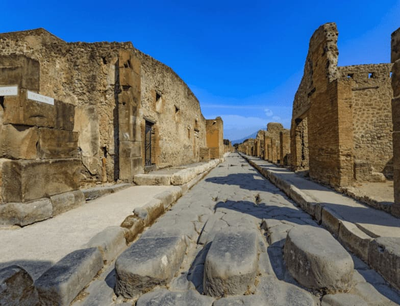 History of Tourism: Pompeii in 89 BC How was Tourism in Ancient Pompeii?