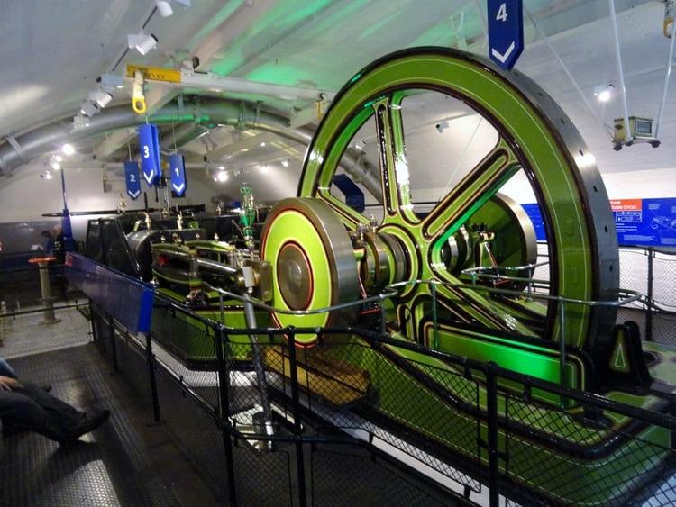 Tower Bridge in London - Steam Machine