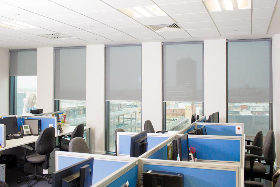 Screen-3-roller-blinds-open-office