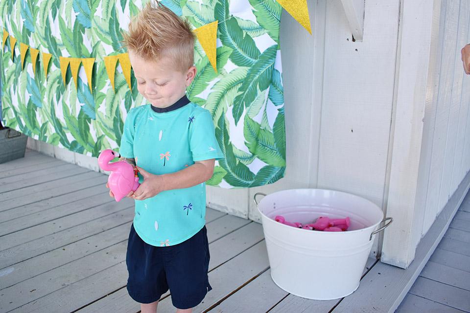 6th Birthday Flamingle - Flamingo Squirt Guns