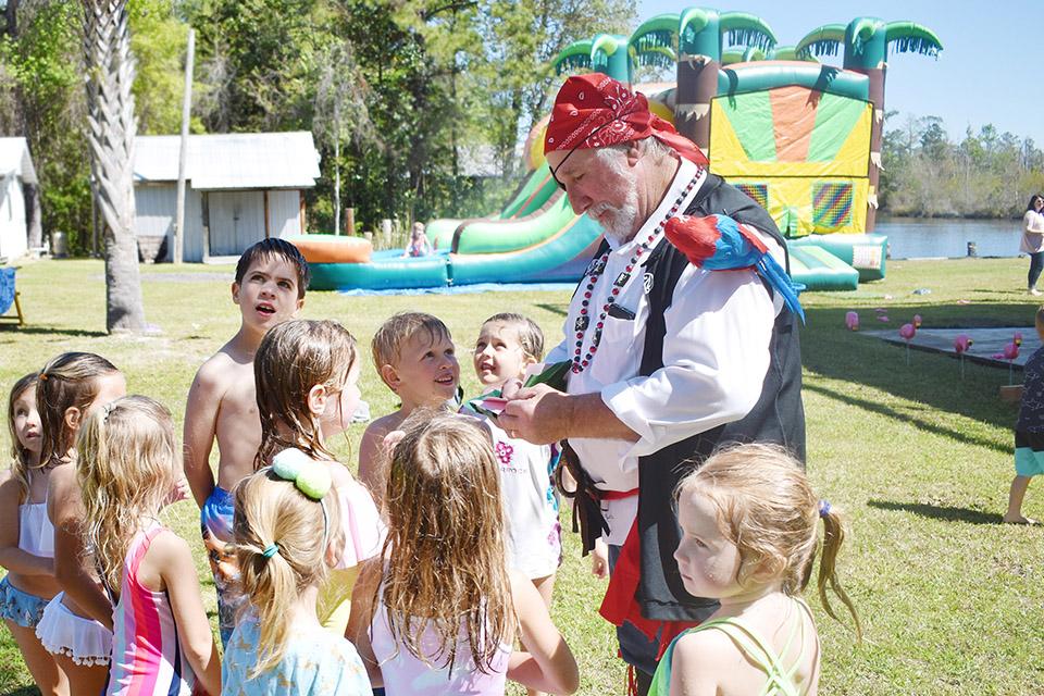 6th Birthday Flamingle - Pirate Treasure Hunter and kids