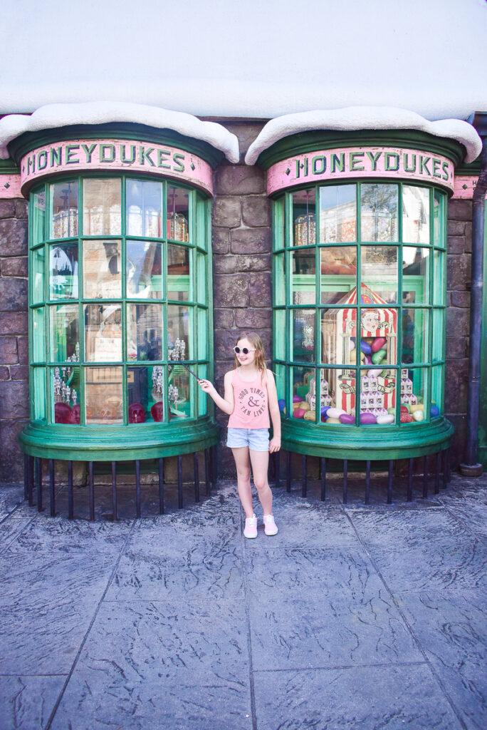30A Mama Travel - Universal Wizarding World of Harry Potter - Honeydukes at Hogsmeade