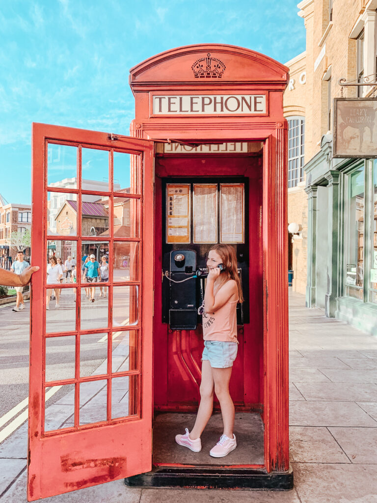 30A Mama Travels - Wizarding World of Harry Potter - Phone Booth