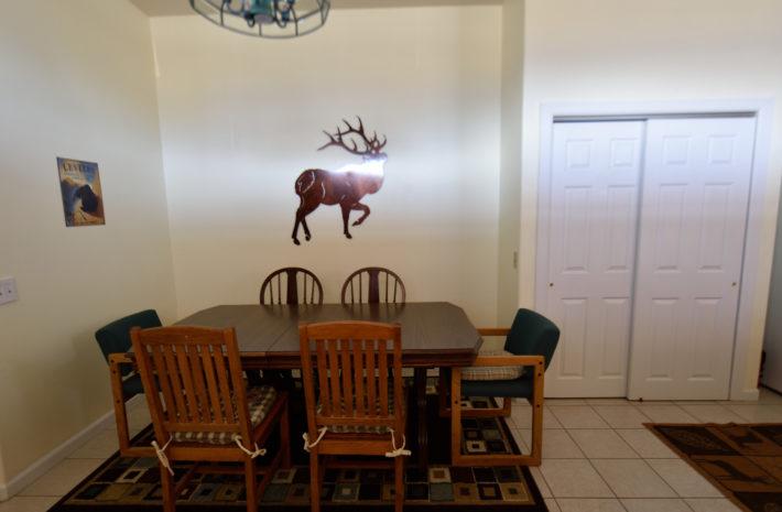 O'Carroll's Yellowstone House Room Image
