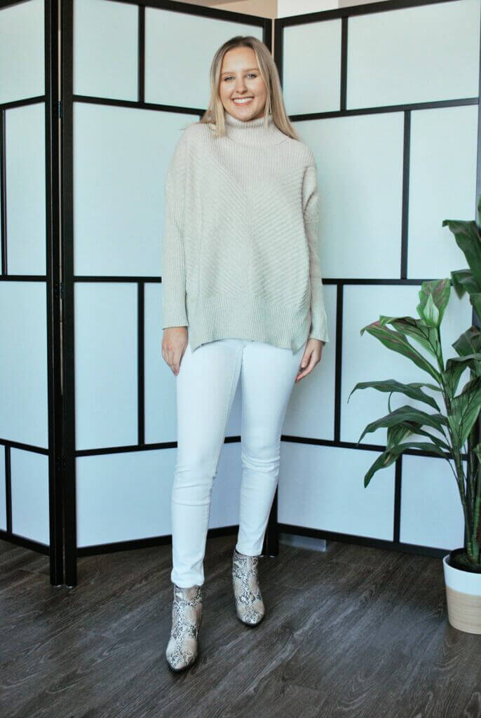 Summer white jeans used on a cute fall outfit