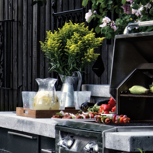 Outdoor Kitchens + Living Rooms