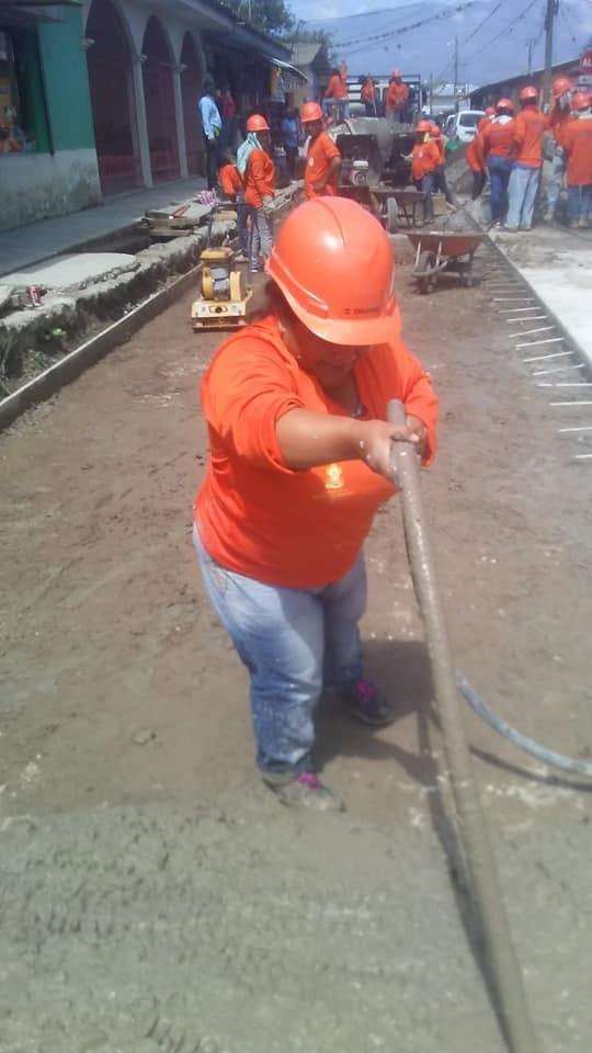 Mujeres albañiles son una excelente mano de obra