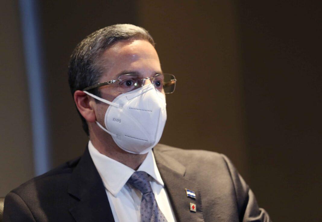 Ministro de Finanzas Luis Mata