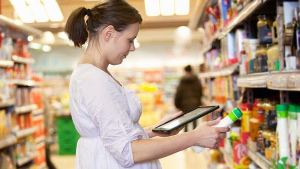 Shopper with tablet