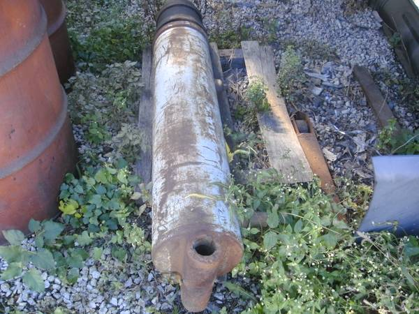 Dump trailer telescopic hydraulic cylinder Semi Trailer  USED (4311 S. Knox Ave) $400