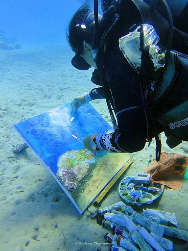 Olga Nikitina painting underwater. Via olganikitinart.com.