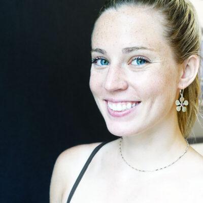 mw-6-flower-earrings-garnet-cabochon