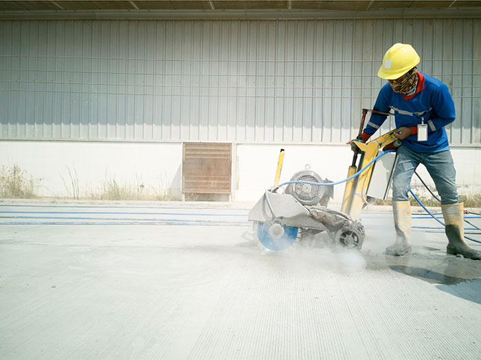 Cutting control joint -and concrete