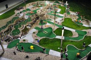 scotties-mini-golf-night