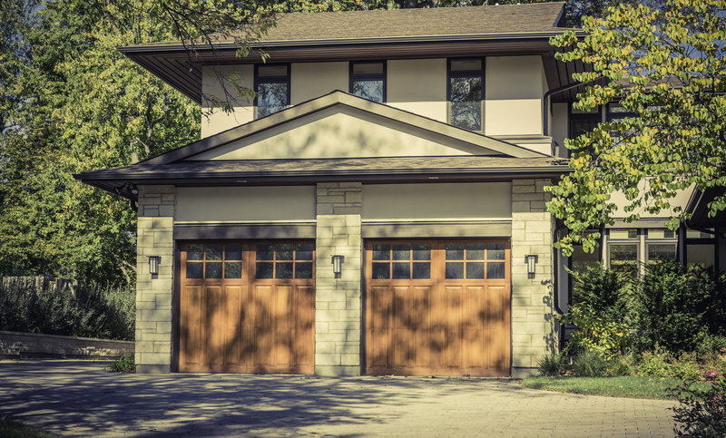 how to manually open and close your garage door