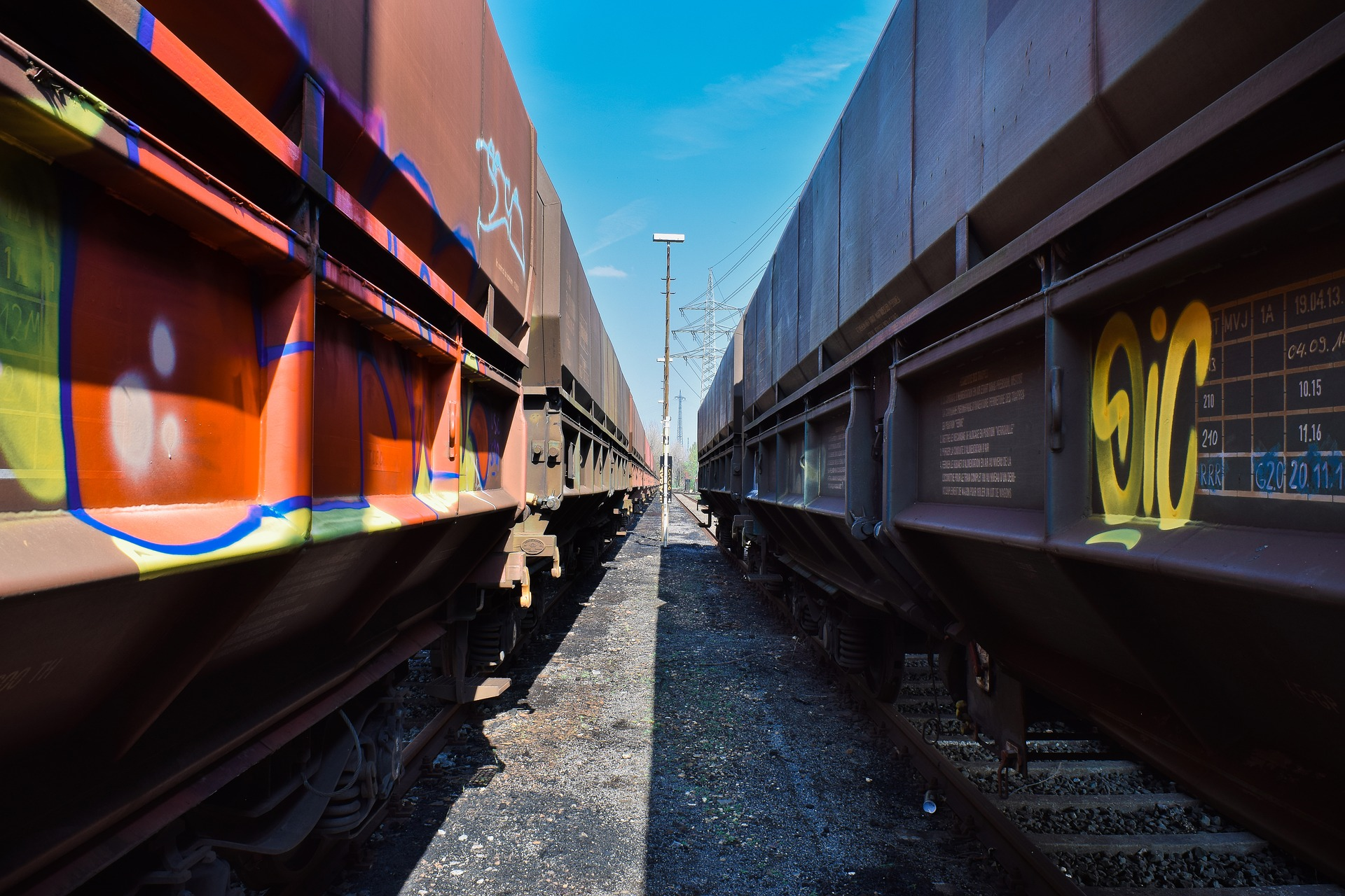 railway-4129213_1920-Image by Michael Gaida from Pixabay