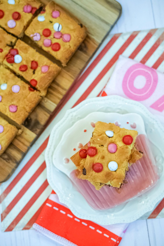 M&M Cookie Bars for Valentine's Day! #VDaySweets
