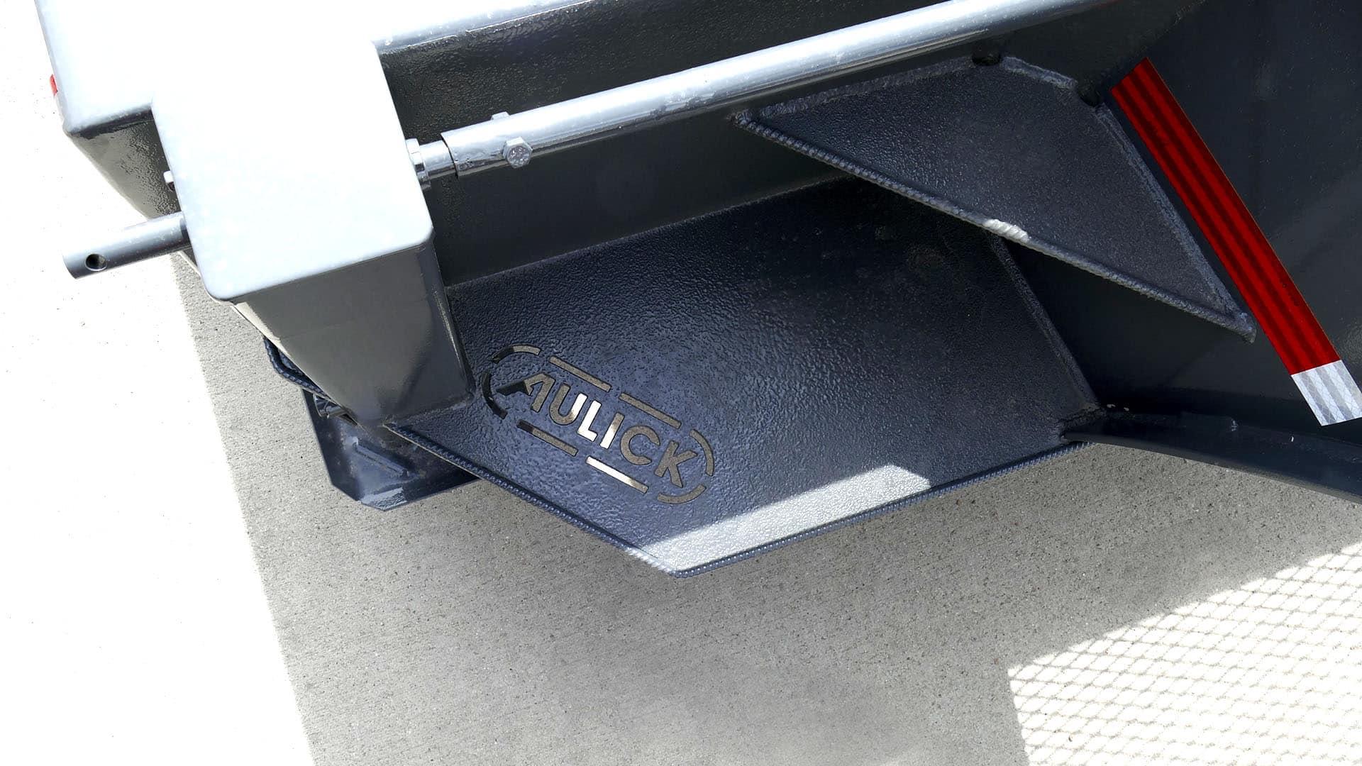 Gooseneck Flatbed Built-in Steps