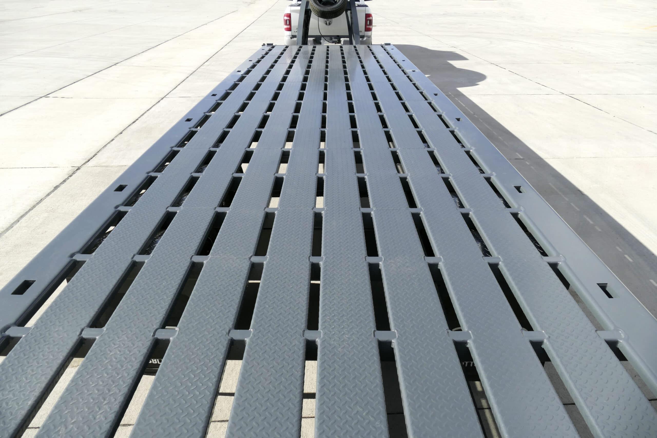 Gooseneck steel grid deck