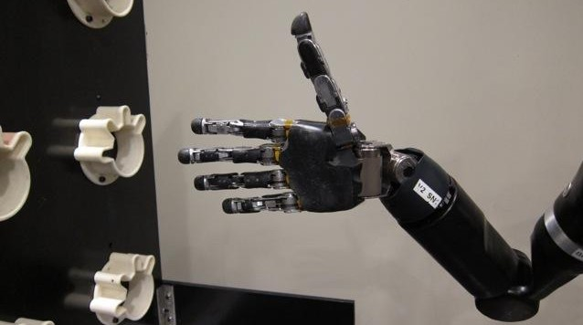 Mind-controlled robot arm (Journal of Neural Engineering:IOP Publishing)