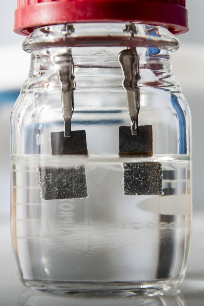 Clean Hydrogen Production: Stanford's device that produces clean-burning hydrogen from water. Unlike conventional water splitters, the Stanford device uses a single low-cost catalyst to generate hydrogen bubbles on one electrode and oxygen bubbles on the other. (Photo Courtesy of L.A. Cicero/Stanford News Service)