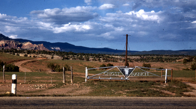 Dinosaur fossils: The entrance to New Mexico's Ghost Ranch in 1947, the year Edwin Colbert discovered the Coelophysis quarry. ©AMNH