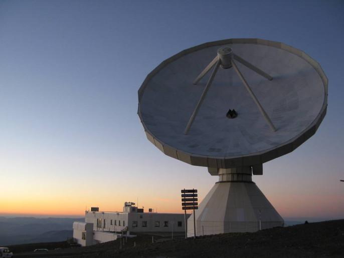 The IRAM 30-meter radio telescope (Nicolas Biver).