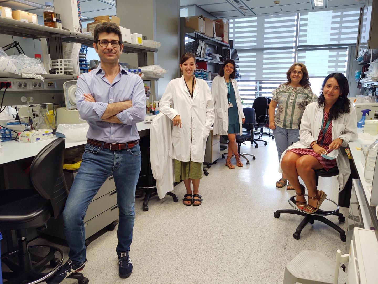 Proteins in blood cells research team. Pictures left to right: Luciano di Croce, Livia Condemi, Isabel Espejo Díaz, Cecilia Ballaré and Arantxa Guitiérrez Velázquez (Photo by Marta Vila)