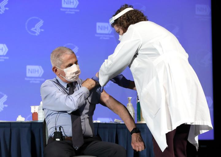 Dr. Anthony Fauci, Director of the National Institute of Allergy and Infectious Diseases, receives the Moderna COVID-19 vaccine at the HHS/NIH COVID-19 Vaccine Kick-Off event at NIH on 12/22/20. (NIH)
