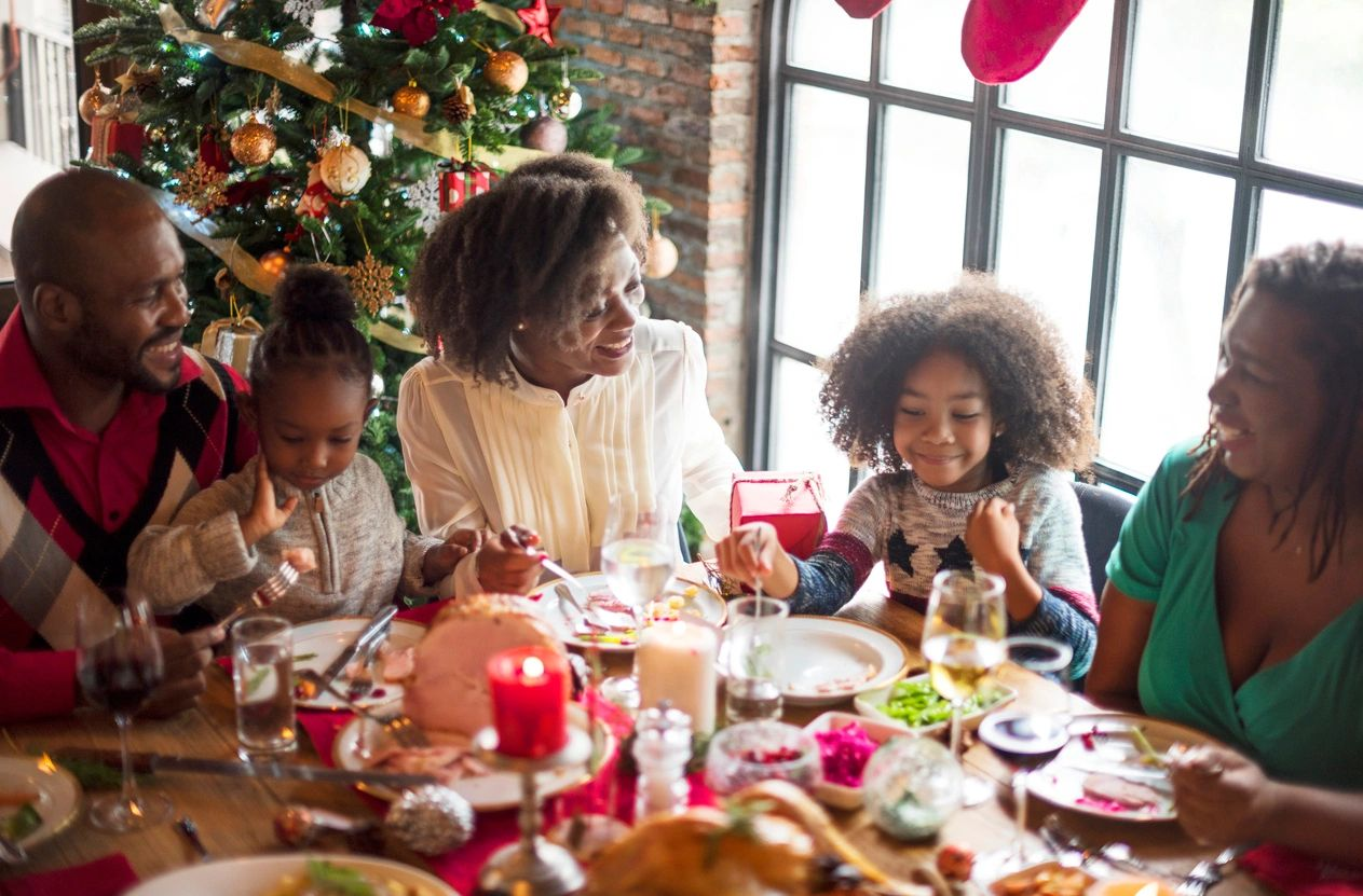 can we fight obesity with a family meal?