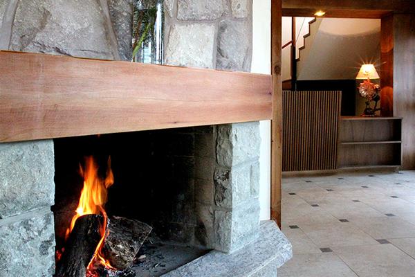 Hotel Bariloche AntuKuyen Chimenea